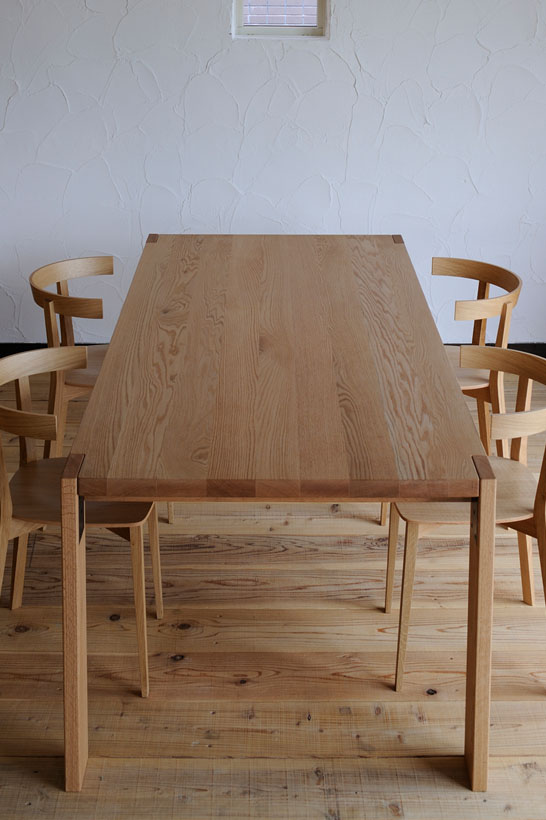 WEATHER DINING TABLE